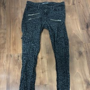 GUESS authentic cheetah print jeans size 26